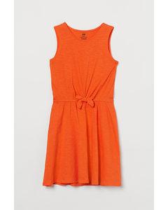 Kleid mit Bindedetail Orange