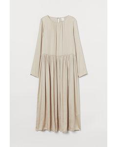 Wadenlanges Kleid Hellbeige