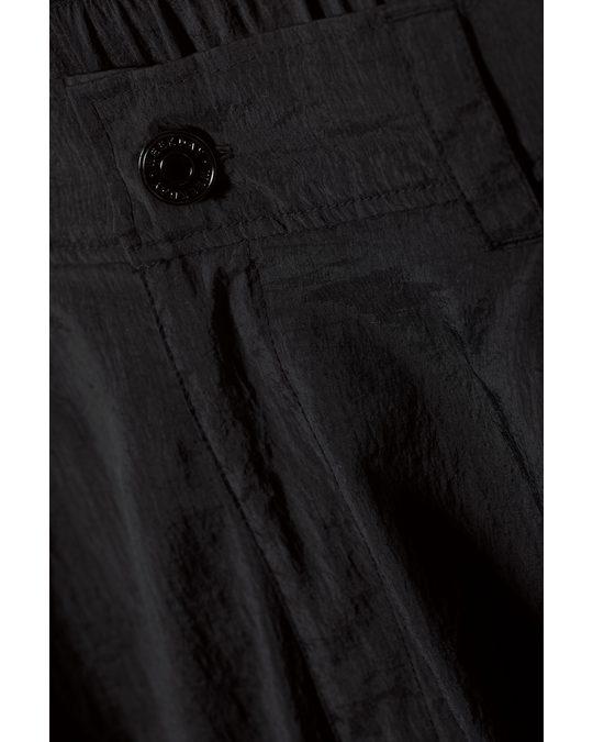 Weekday Linton Cargo Shorts Black