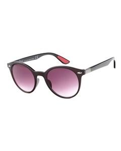 Schwarze Sonnenbrille mit dunklen Gläsern
