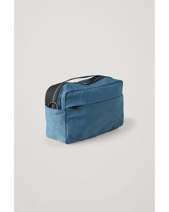 COS TECHNICAL CROSSBODY BAG Stonewash blue