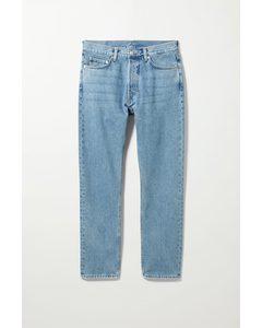 Jeans Pine mit zulaufendem Bein Himmelblau