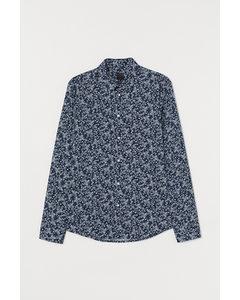 Overhemd spier fit donkerblauw / bloemen