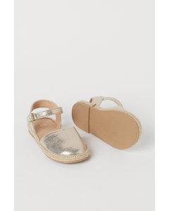 Sandalen Goldfarben