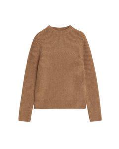 Gerippter Pullover mit Rundhalsausschnitt Dunkelbeige meliert