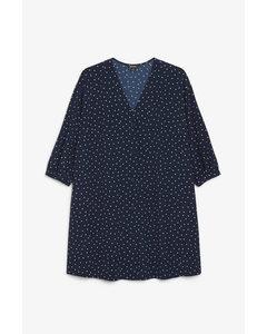 Oversize-Kleid mit Knöpfen Marineblau mit weißen Punkten