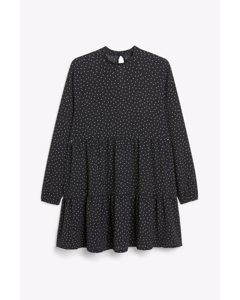 Langärmeliges Kleid mit Rüschen Schwarz mit Punktemuster