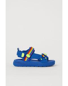 Sandalen aus Scuba Blau/Regenbogenfarben