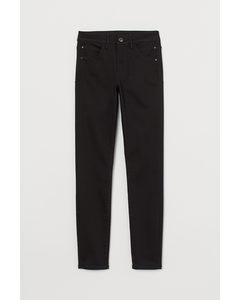 Push-up shaping High Jeans Schwarz/No fade black