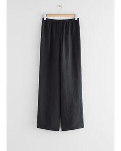Ausgestellte Hose aus Leinenmischung Schwarz