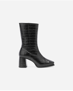 A mid-calf platformed high-heeled boot crafted from fine leather with a subtly rounded toe. Designed together with the creative and inspiring Lisa Olsson.
