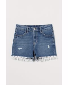 Jeansshorts mit Spitzenborte Blau