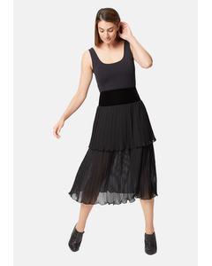 Pleated Tiered Midi Skirt In Black