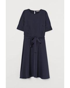 Kleid mit Bindegürtel Dunkelblau