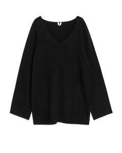 Wollpullover mit Bogenkante Schwarz