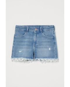 Jeansshorts mit Spitzenborte Hellblau