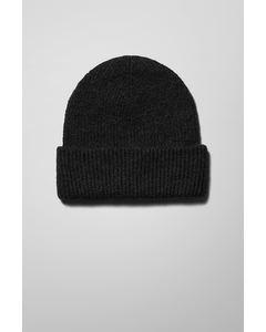 Lova Knit Beanie Black