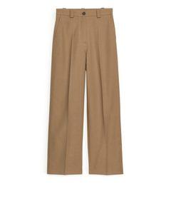 Weit geschnittene Hose mit hohem Bund Dunkelbeige