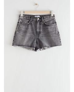 Hoch taillierte, abgeschnittene Jeansshorts Grau