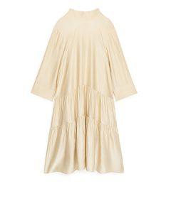 Glänzendes, gerafftes Kleid Hellbeige