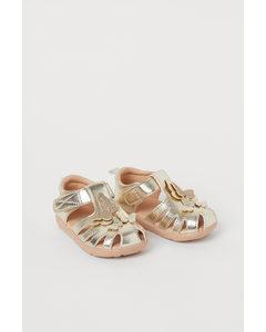 Sandaler Med Applikationer Guld