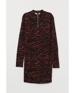Jerseykleid mit Stehkragen Braun/Tigerstreifen