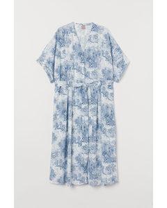 H&M+ Kleid mit Bindegürtel Weiß/Blau gemustert